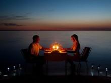 Themareizen - huwelijksreizen - diner op strand