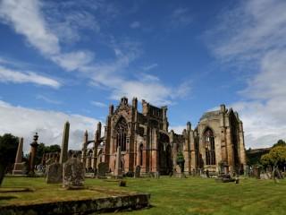Melrose_abbey_scotland (1012 x 675)